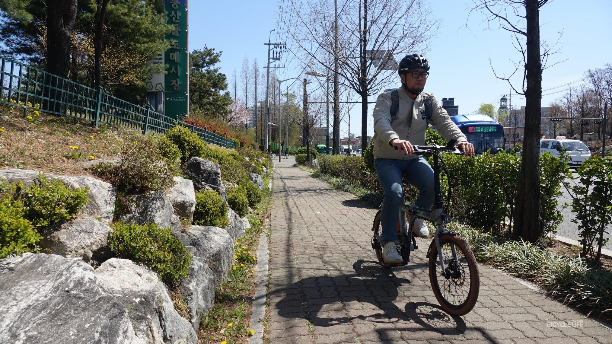 전기자전거 톱(top)을 유지하는 e알톤 '니모 FD(폴드)' - 자전거생활
